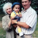 Bobby sports a blue cap on a trip to the Catskills in June 2000 with his aunt and godmother, Kathy Schiro, and his dad, while  visiting the Kilinsky family.