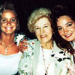 Cynthia (left) and Holly Lasica with their great aunt Lillian Sporn Lasica at Jennifer Lasica's wedding in 1993.