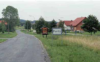 The road south heading into Punitz. (Photo by Robert Geshel.)