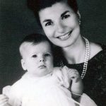 Gertrude Schepper with daughter Robin around late 1963.